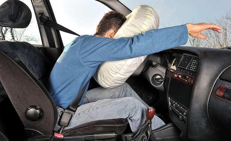 Fast alle Kleinwagen sind heute mit Airbags ausgestattet – dabei sind die gepolsterten Luftkissen in Deutschland keine Pflicht.