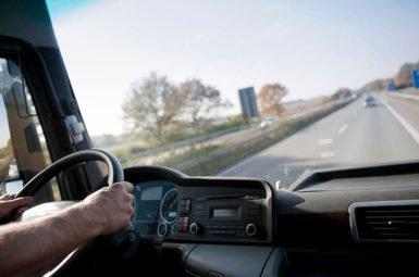 Die Arbeitszeiten von Berufskraftfahrern sind im Arbeitszeitgesetz (ArbZG) geregelt.