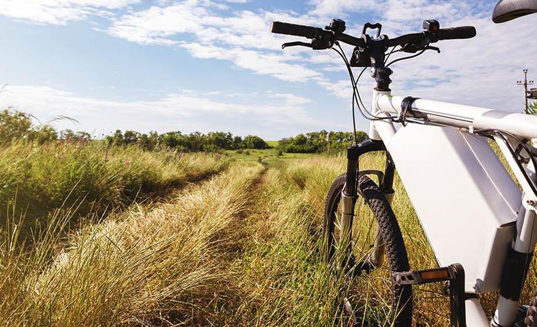 E-Bike-Fahrer sind wesentlich schneller unterwegs als andere Radler. Ist daher besondere Sorgfalt geboten?