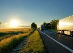 Während der Ferienzeit dürfen Lkw nur eingeschränkt am Straßenverkehr teilnehmen.