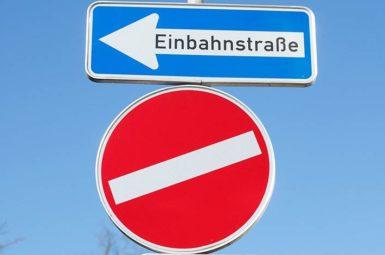 Verkehrszeichen müssen so gestaltet werden, dass sie auch für nicht ortskundige Verkehrsteilnehmer durch einen beiläufigen Blick zu erkennen sind.
