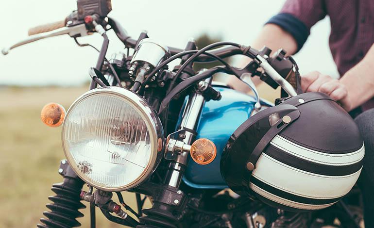 Wer sein Motorrad aufmotzen möchte, muss nicht vorgeschriebene Leuchtmittel durch Einzelgutachten prüfen lassen.
