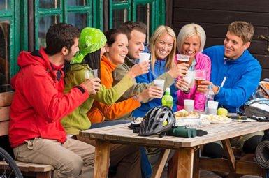 Wer betrunken Fahrrad fährt, sollte zwei Grenzwerte beachten: die relative und absolute Fahruntüchtigkeit.