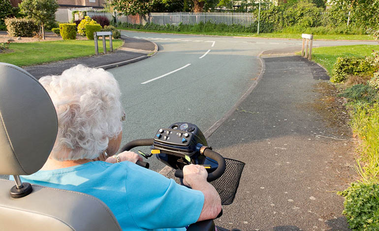 Die Promillegrenze für Fahrer motorisierter Krankenfahrstühle liegt bei 1,1 Promille.