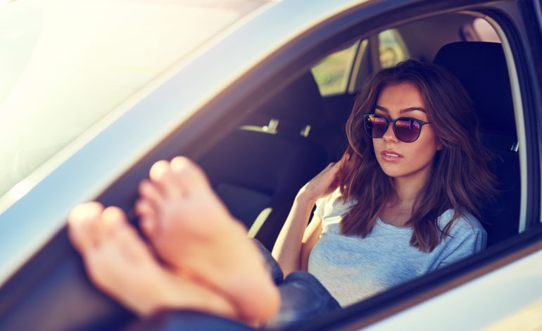 Barfuß autofahren