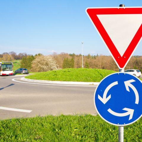 Sicheres Verhalten am Kreisverkehr