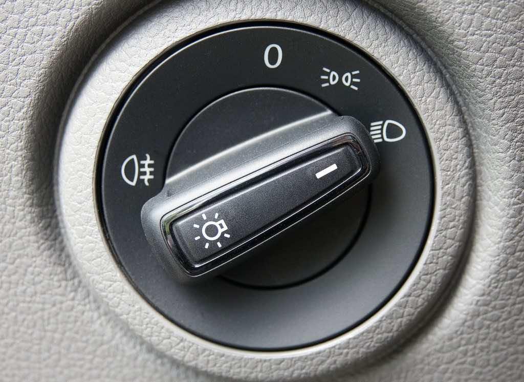 Ansicht des Abblendlicht Reglers in einem Fahrzeug