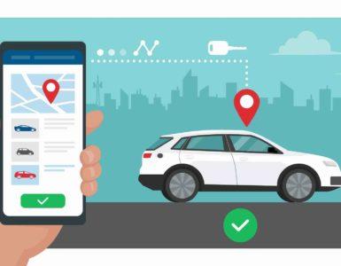 Grafische Darstellung eines Smartphones mit CarSharing App. Im Hintergrund ein weißes Auto mit einem roten Standort Symbol darüber und einem grünen Haken darunter. Dahinter die Silhouette einer Stadt.